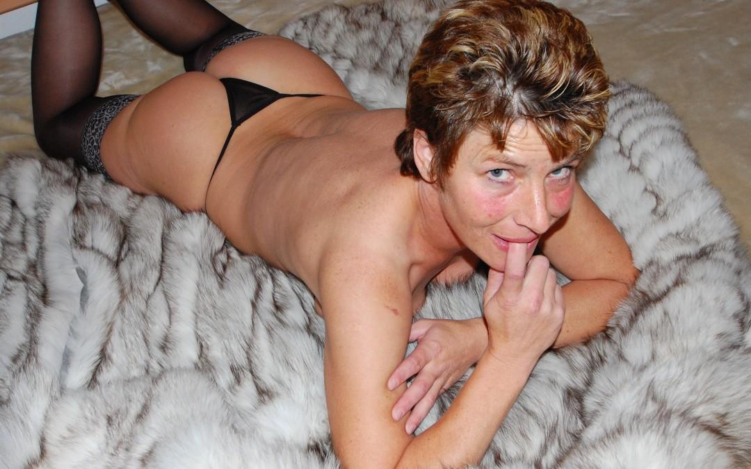 Cougar lyonnaise aimerait un plan cul avec un homme de moins de 28 ans